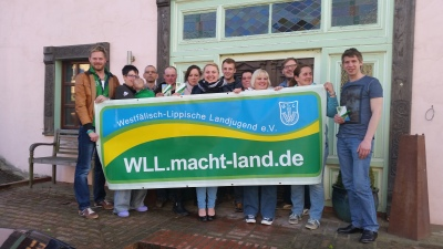 (Foto: K. Cyrener) Auf der Landesvorstandssitzung der Westfälisch-Lippischen Landjugend e.V. am 06.05.2015 im Sauerland wurde der neue Aktionsbanner zur großen Jahresaktion 2015 vorgestellt: WLL.macht-land.de