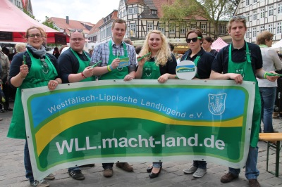 Starten für Westfalen-Lippe stellvertretend für  WLL.macht-land.de durch:  Vanessa Weber (WLL-Regiovertreterin Süd), Sebastian Jakobs (Vorsitzender der WLL), Sebastian Schaller (Bund der Deutschen Landjugend (BDL)), Isabell-Marie Cyrener (Vorsitzende der WLL), Nina Sehnke (Ring der Landjugend-WLL-Delegierte) und Michael Stieneker (Beisitzer im Landesvorstand der WLL).