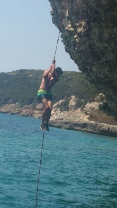 (Foto: Kettner) Auch von diesem Seil kann man sich herrlich ins Wasser fallen lassen!