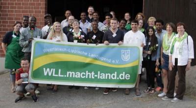 (Foto: WLL) Gruppenfoto mit Aktionsbanner der WLL-Aktion, die den Stein ins Rollen brachte.