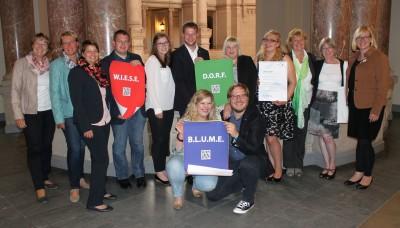 (Foto: WLL) Das Projektteam inkl. Mitarbeiter_innen der Landesverbände NLJ und WLL und mit Gästen: Die LandFrauen aus Niedersachsen und Westfalen-Lippe war ebenfalls bei der Preisverleihung dabei und unterstützten ihre Landjugenden.