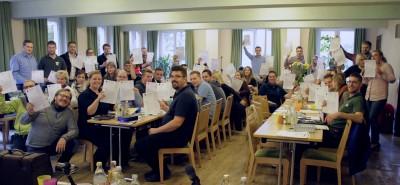 """(Foto: WLL) Auf der Landesversammlung der Westfälisch-Lippischen Landjugend e.V. (WLL) am 25.09.2015 unterzeichneten alle Anwesenden die Ehrenerklärung """"Nicht wegsehen - handeln!"""" der WLL und zeigen so ein klares Signal gegen """"Sexualisierte Gewalt"""". Die WLL ist ein täterunfreundlicher Verband, weil hinschaut wird!"""