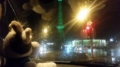 (Foto: WLL) Wilma zusammen mit dem IGW-Stand auf dem Weg durch die Nacht Richtung Westfalen-Lippe.