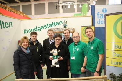 (Foto: WLL) Der Landesvorstand der Hessischen Landjugend besucht den IGW-Stand