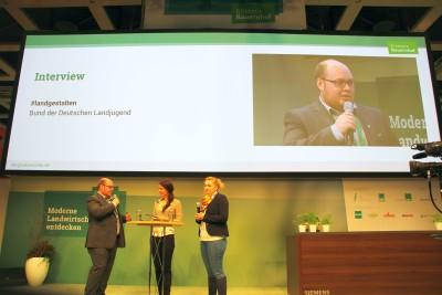 (Foto: WLL) Im Gespräch auf der Internationalen Grünen Woche: Die Vorsitzenden der Westfälisch-Lippischen Landjugend e.V. berichten, wie die Landjugend am #landgestalten beteiligt ist und wo sie noch Unterstützung benötigen