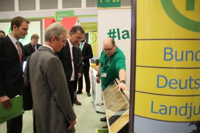 (Foto: WLL) Staatssekretär Gunther Adler (Bundesministerium für Umwelt, Naturschutz, Bau und Reaktorsicherheit) zu Gast bei der Landjugend auf der Grünen Woche