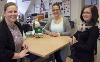 (Foto: WLL) v.l. Nina, Gast Melanie und Irina berichten Wilma (Mitte links) von ihren Erfahrungen als Sekretärin