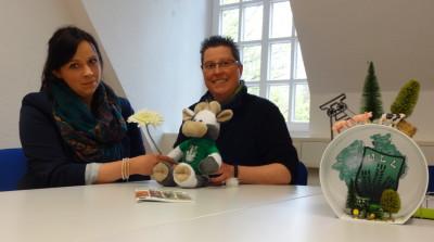 (Foto: WLL) v.l. Nina Sehnke, Wilma und Katja Reinl in der Geschäftsstelle der WLL