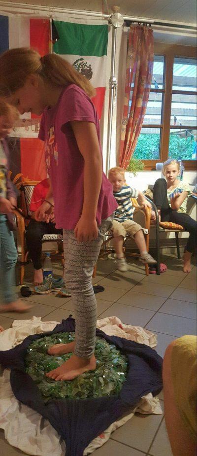 Mutig unsere Kids-Scherbenlaufen foto-Bußmann