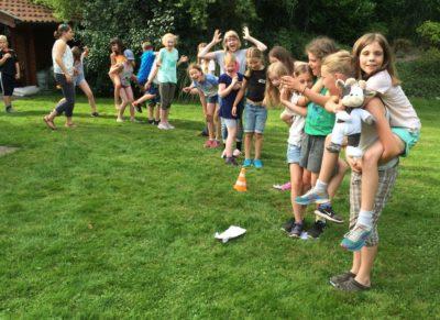 Wilma hat viel Spaß mit den Kids beim Food Camp Foto-Bußmann