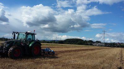 (Foto: S. Schmidt) Bodenbearbeitung in Ostwestfalen mit Herz