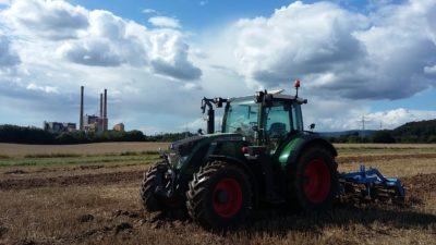 (Foto: S. Schmidt) Bodenbearbeitung in Ostwestfalen