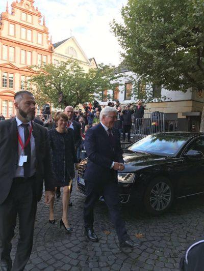 (Foto: WLL/Weber) Begrüßung der Bürgerdelegationen durch den Bundespäsidenten