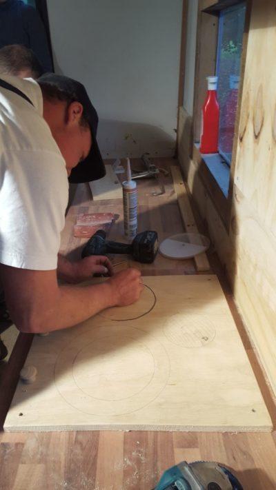 (Foto: LJ Lengerich) Es wird gemessen, gesägt, gehobelt und gemalt