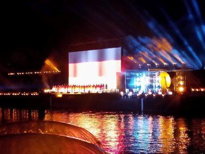(Foto: WLL/Weber) Schwarz-rot-gold Abendschow auf dem Rhein