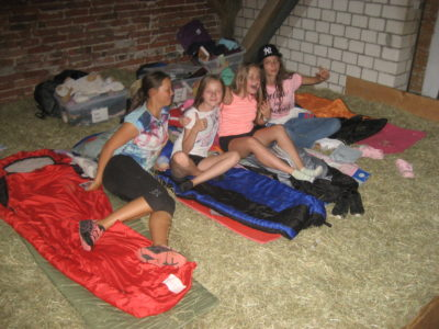 (Foto: Trepte) Schlafsack und Stroh, mehr braucht man nicht