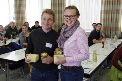 Die beiden neuen Beisitzer_innen im WLL-Vorstand: Stephan Eder (LJ Unna) und Anna-Sophie Ritterswürden (LJ Hennen) (Foto: WLL/Hoffmann)