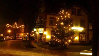 (Foto: LJ Schlangen) Weihnachtsbaum-Anleuchten LJ Schlangen
