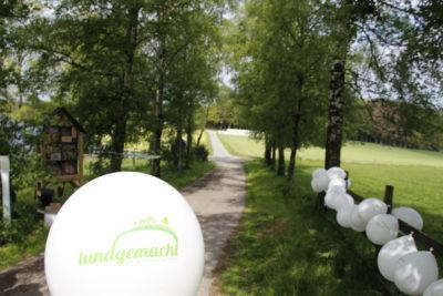 (Foto: WLL/Welpelo) Die Landjugend Breckerfeld präsentierte ihre Nisthilfen-Aktion