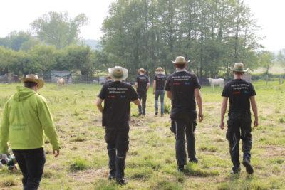 (Foto: WLL/Welpelo) Die Landjugend Stiepel präsentierte ihre Nisthilfen-Aktion