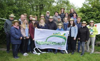 (Foto: WLL/Peters) Die Landjugend Pelkum präsentierte ihre Nisthilfen-Aktion