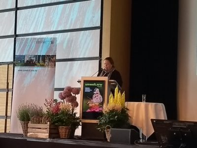 (Foto: WLL/Hoffmann) Ministerin Heinen-Esser eröffnet die Veranstaltung