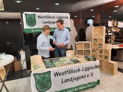 (Foto: WLL/Franziska Trepte) Sven und Jonas von der Ortsgruppe Stiepel (Bochum) stellen für die WLL das Projekt vor
